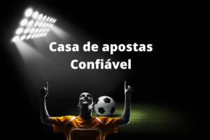 Jogador e bola de futebol - Casa de apostas confiável