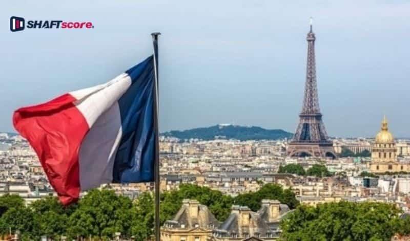 Mercado Francês, apostas online. Bandeira França e torre Eifel.